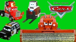 getlinkyoutube.com-DISNEY CARS DELUXE 4 PACKS MACK FRANK COMBINE SECURITY TRUCK BRIAN FUEL CARS 2
