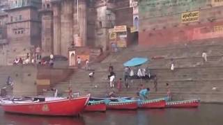 getlinkyoutube.com-Holy sensation on the bank of river Varanasi Ganges