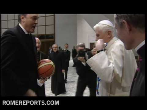 Pope sports Italy's National Basketball team' shirt