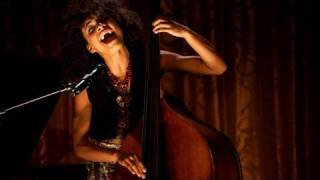 flushyoutube.com-Esperanza Spalding Performs at the White House Poetry Jam:  (5 of 8)