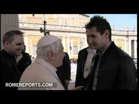 El delantero alemn Klose visita a Benedicto XVI