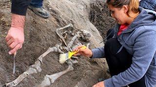 getlinkyoutube.com-Phát hiện cổ mộ 'ma cà rồng' bị đóng cọc ở ngực