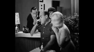 getlinkyoutube.com-Ο Κλέαρχος η Μαρίνα κι ο κοντός Αυλωνίτης τηλεφώνημα