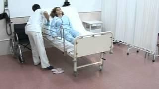 getlinkyoutube.com-03 Levantar al paciente de la cama al sillón