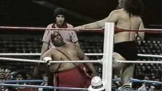 getlinkyoutube.com-WWC: Bruiser Brody vs. Abdullah The Butcher (1987)