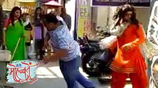 getlinkyoutube.com-Gulabo FIGHTS & SAVES Ishita | Ye Hai Mohabbatein