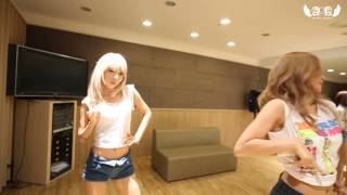 getlinkyoutube.com-AOA - 흔들려 (Confused) Dance Practice Video (Eye Contact ver.)
