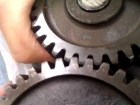 Люфт приводной шестерни масляного насоса двигателя RF8 Nissan Diesel UD