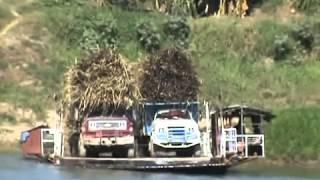 getlinkyoutube.com-accidente se van al agua  3  camiones  CAÑEROS
