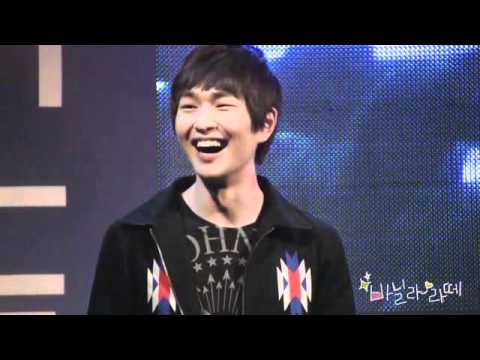 [FANCAM] 110428 Smiley Cute Onew talking + smiling @ Yonsei University Kangnam Severance hospital