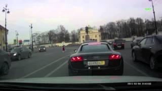 getlinkyoutube.com-Неадекватный водитель на Audi R8 атакует Mazda