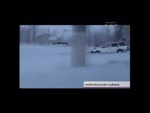 Водитель Mazda Familia влетел в кольцо на пересечении улиц Мира – Подбельского и бросил автомобиль