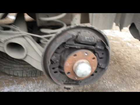 Где находится тормозной цилиндр у Alfa Romeo 75