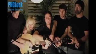 getlinkyoutube.com-Quá Đỉnh - 5 Người Cùng Chơi 1 Cây Đàn Guitar