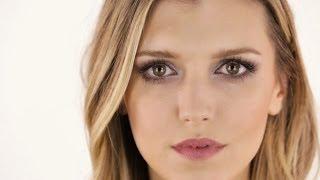 getlinkyoutube.com-Makeup Look I did on Taylor Schilling for Golden Globes 2014 by Monika Blunder