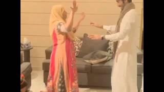 رجل يرقص مع الشغاله