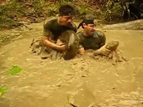 Anaconda siendo capturada | Anaconda catching-Peru (1 / 2)