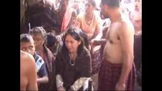 getlinkyoutube.com-Upacara Masuk Rumah Adat Watuwawer-Lembata-NTT