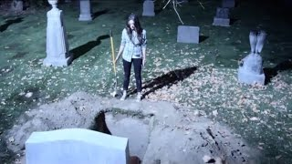 "getlinkyoutube.com-Pretty Little Liars - Emily At Alison's Grave SUBTITULADO 3x01 ""It Happened That Night"""