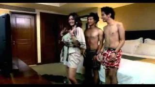 getlinkyoutube.com-Arisan Brondong clip6.mpg