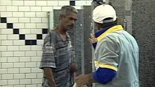 getlinkyoutube.com-Câmera Escondida: Jogar água no banheiro
