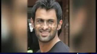 getlinkyoutube.com-Indian filmstar women are dying after Pakistani Cricketers