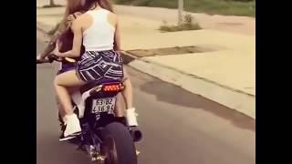"""getlinkyoutube.com-Xôn xao hot girl Tiền Giang chạy Honda MSX 125 """"độ"""" không mũ bảo hiểm trên phố"""