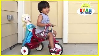 getlinkyoutube.com-Frozen ELSA ATTACK BY A SNAKE  surprise egg Disney Cars Lightning Mcqueen Kids Video Ryan ToysReview