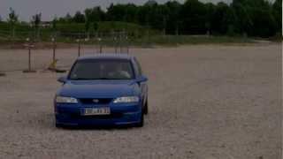 getlinkyoutube.com-BITTE NICHT NACHMACHEN!!! Vollgas durch den Schotter Opel Vectra i500 OPC