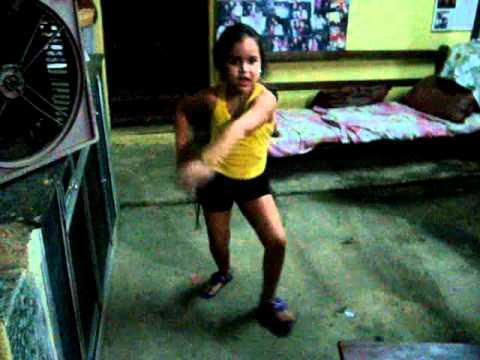Fã Mirim do Jota Lennon dançando GAROTA TANTAO