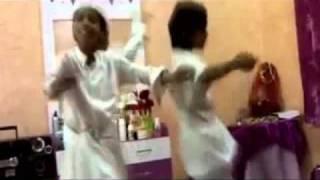 getlinkyoutube.com-رقص سعوديين ورعان استهبال Snap: S3d_z