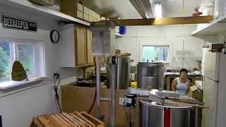 getlinkyoutube.com-Honey Extracting 2013 at Davis Family Farms using  Maxant chain uncapper, junior spinner