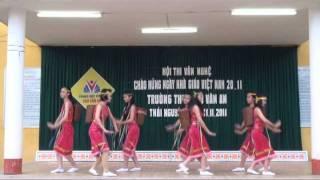 getlinkyoutube.com-Múa chiều lên bản thượng - lớp 9a4 - trường THCS Chu Văn An Thái Nguyên - 2011