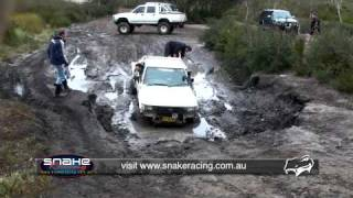Toyota Hilux - Glenn's solid axle Hilux Bogged Lithgo - Clip 01