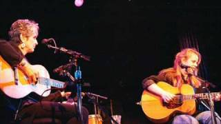 getlinkyoutube.com-JOAN BAEZ & MARY CHAPIN CARPENTER ~ Stones In The Road ~.wmv