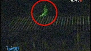 getlinkyoutube.com-ไม่ตกขบวน ช่วงที่2 ลำปางผวา! ภาพลี้ลับคล้ายหญิงโบราณนั่งบนหลังคา