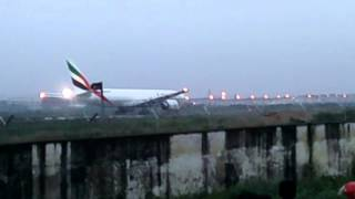 getlinkyoutube.com-dhaka international airport....  flying down aropl