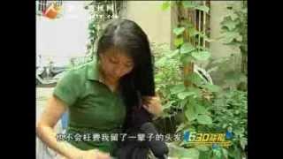 getlinkyoutube.com-Video of Guo Xiaoyun who has 2.5 meters long hair