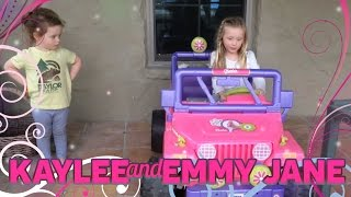getlinkyoutube.com-Power Wheels Barbie Jeep adventure with Kaylee and Emmy Jane
