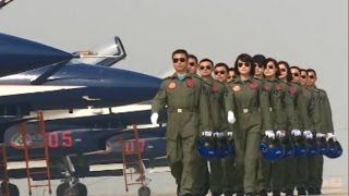 getlinkyoutube.com-Chinese Female Fighter Pilots to Debut at Malaysian Airshow