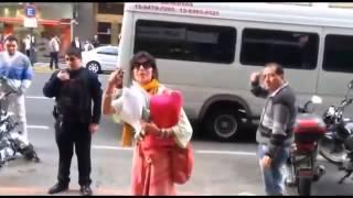 getlinkyoutube.com-Mujer rompe local de movistar COMPLETO
