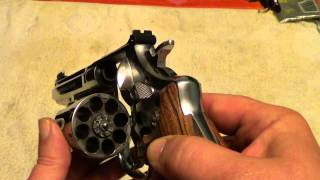 getlinkyoutube.com-Smith & Wesson model 627-5 Performance Center .357 revolver with Kim Ahrends grips