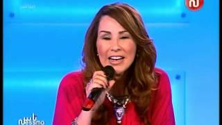الفنّانة نبيهة كراولي تغنّي  للمنتخب الجزائري في المباشر على قناة نسمة