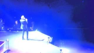 getlinkyoutube.com-Neil Diamond 'I'm A Believer' Brooklyn Barclays Center, March 26, 2015