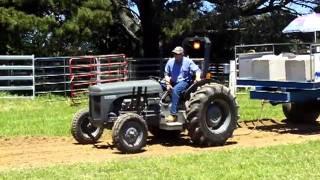 getlinkyoutube.com-V8 Massey Ferguson tractor
