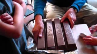 getlinkyoutube.com-Biggest Kit Kat EVER!