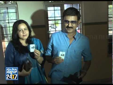 Ramesh Aravind cast his vote with family -News bulletin 17 Apr 14