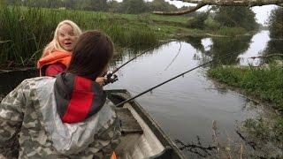 getlinkyoutube.com-Girls fishing wt lures: huge monster fish attacks pike. Рыбалка: щука атакует щуку.