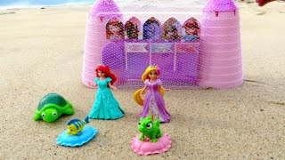 getlinkyoutube.com-Disney Sofia the First Sand Castle Mold Set Kit with Magiclip Princess at the beach
