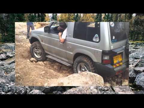 302. Mitsubishi Pajero преодолевает камни